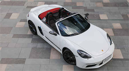 Touring 保時捷718Boxster T到店